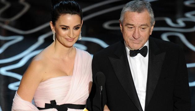 Penélope Cruz presentó en los Oscar junto a Robert de Niro