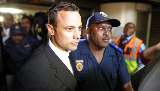 Oscar Pistorius sale del Tribunal de Pretoria