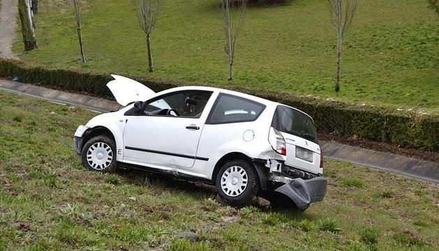 Accidente en la rotonda de Azpilagaña de Pamplona