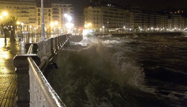 En la playa de La Concha hubo olas de hasta 11 metros