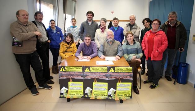 Imagen de los asistentes a la presentación de la Marcha de la Dignidad por la Ribera