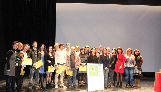 Alumnos, profesores y autoridades posaron juntos tras la ceremonia de clausura del taller de empleo agroalimentario que tuvo lugar ayer en Milagro