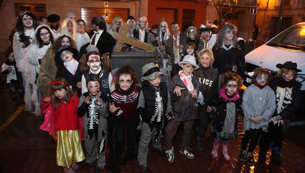 Este grupo de zombis que representó el vídeo de Thriller se proclamó ganador en grupos de más de 6 personas