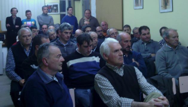 Asistentes a la reunión que tuvo lugar en la sede de Estella