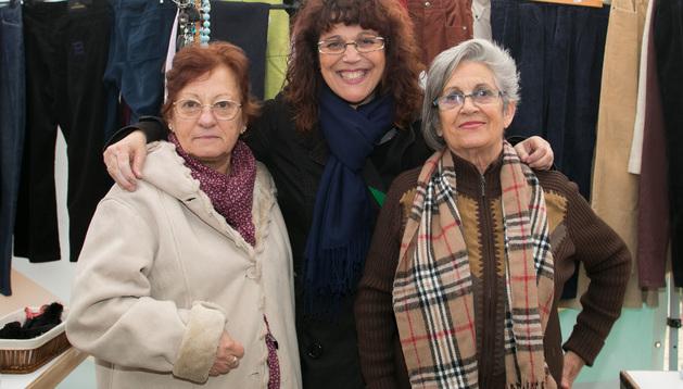 Gilda, Encarni Butrón y Carmen Irurita, en el antiguo mercadillo
