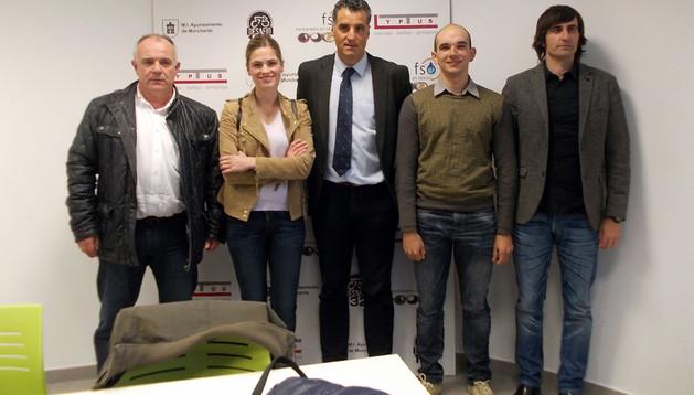 De izda. a dcha., Tomás Aguado, Judith Martínez, Pruden Induráin, Ramón González y Alberto Aguado, tras la presentación
