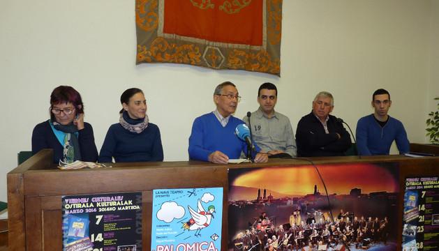 Tere Sáez, Marta Juániz, Félix Alfaro, Miguel Virto, Miguel Gil y José Miguel Mosén en la rueda de prensa
