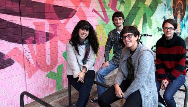 Leticia Moreno Unanua, Julen Urizar Compains, María Ceras Arrese y Beatriz Tainta Ausejo, en la Casa de la Juventud de Pamplona