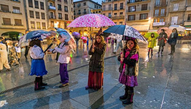 Carnaval bajo lluvia en Estella
