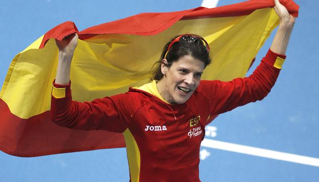 La atleta española Ruth Beitia celebra su medalla de bronce