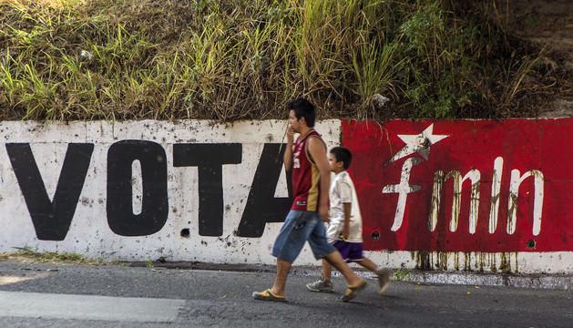 Un cartel de voto para Farabundo Marti National Liberation Front (FMLN)