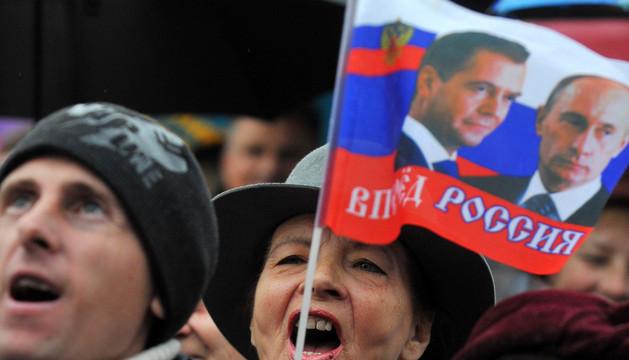 Una manifestante pro-rusa en la ciudad de Sebastopol