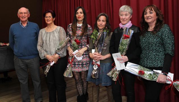PREMIADOS De izquierda a derecha: Miguel Ángel Aquerreta, Cristina Rupérez, Trinidad Lucea, Inmaculada Benítez, Maite Sanz y Ana Isabel Corcín
