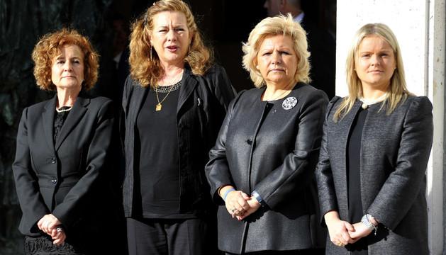 Ángeles Dominguez, Ángeles Pedraza, Pilar Manjón y María del Mar Blanco, juntas en la puerta de La Almudena