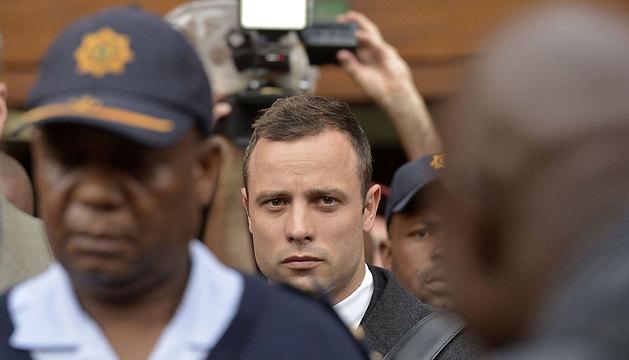 Pistorius abandona el tribunal.