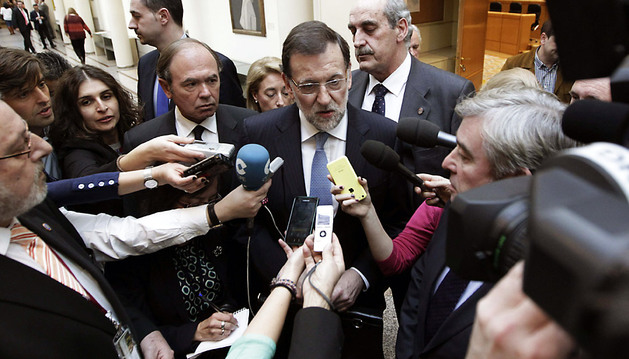 El presidente del Gobierno, Mariano Rajoy, realiza declaraciones a la prensa a su llegada a la sesión de control al Gobierno