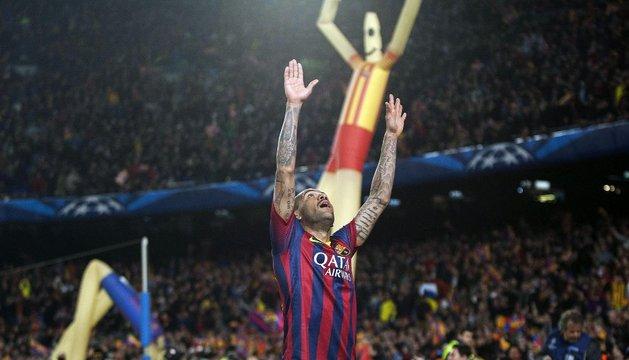 Dani Alves celebra el segundo gol del Barcelona