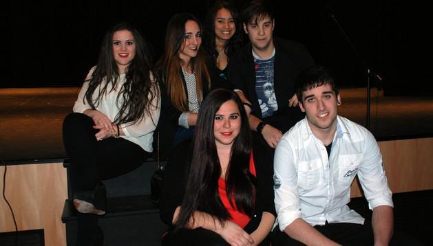 De izda. a dcha., delante, Loli Ferreiro y Luismi Díez. Detrás, Lidia Medina, Mayte Royo, Karol González y Josean Mateos
