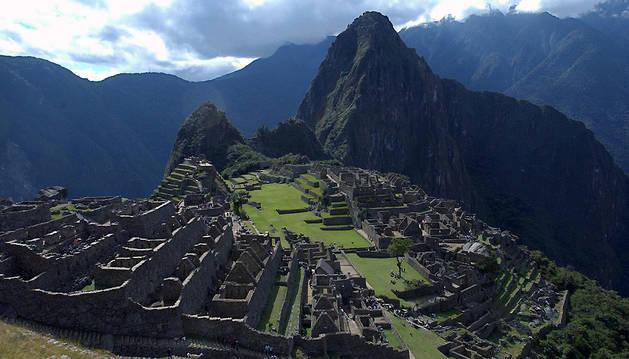 Vista panorámica de la ciudadela incaica de Machu Picchu, ubicada a 130 kilómetros al noroeste del Cuzco.