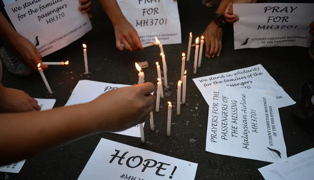 Plegarias en Malasia por los pasajeros del avión desaparecido