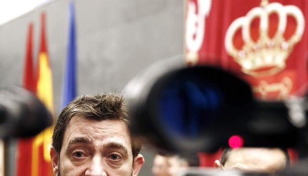 El secretario general del PSN, Roberto Jiménez, interpelado por los periodistas en febrero