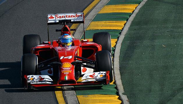 Alonso, a bordo de su Ferrari en Australia.