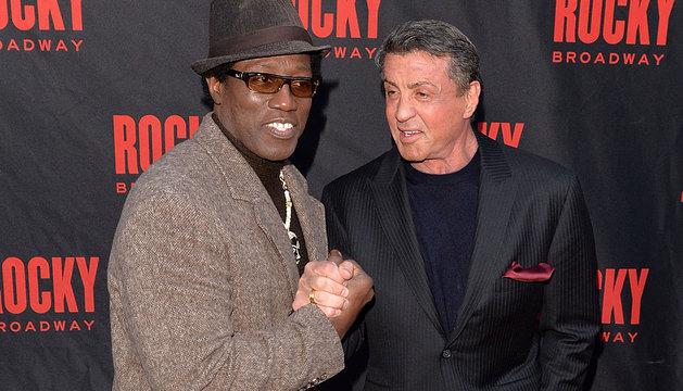 Silvester Stallone, junto a Wesley Snapes, en el estreno del musical de 'Rocky'.