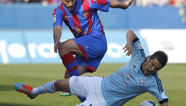 Rubén García y el goleador Nolito, en un lance del partido