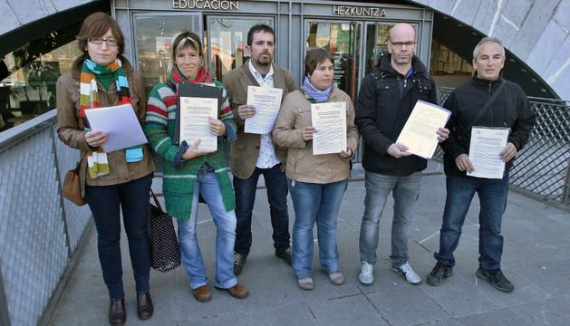 Ainara Unzu, Arantxa Ibarrola, Sergio Urio, Izaskum Vila, Sergio de Carlos y Txetxu Juaniz ante Educación