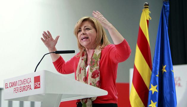 La candidata en las europeas, Elena Valenciano, en un acto en Viladecans