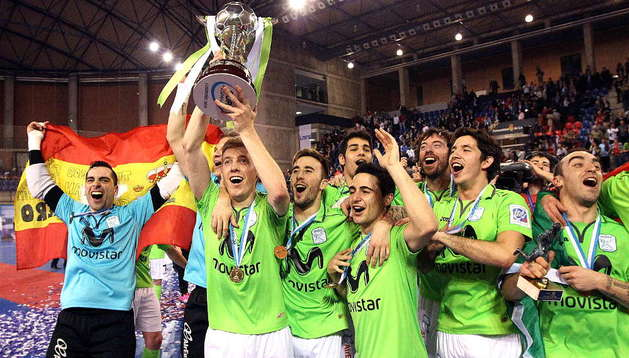 Los jugadores del Inter Movistar posan con el trofeo de campeón de la Copa de España de fútbol sala