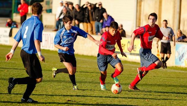 Encuentro de Tercera Division disputado en Olite entre el Erriberri y el Cortes
