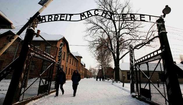 Puerta principal del campo de concentración de Auschwitz