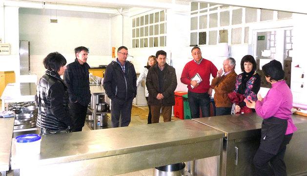 Parlamentarios visitan la sede de Proyecto Hombre en Estella