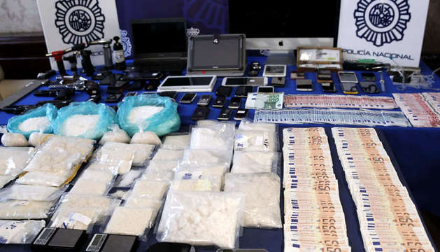 Material intervenido por la Policía Nacional que ha desarticulado dos bandas que pretendían introducir el consumo de
