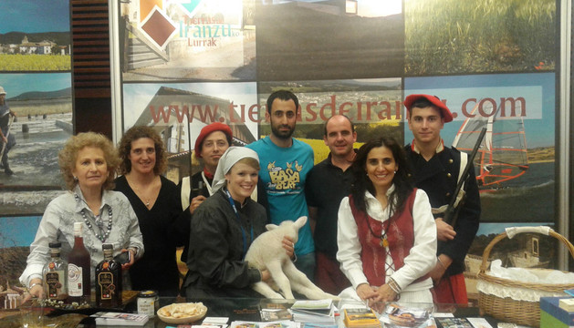 Representantes de Tierras de Iranzu en la feria