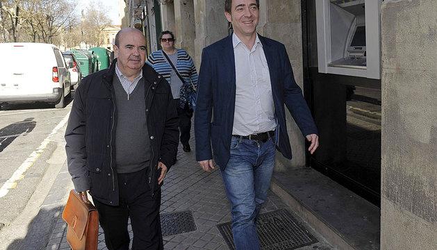 Zarrías, junto a Jiménez este lunes en Pamplona.