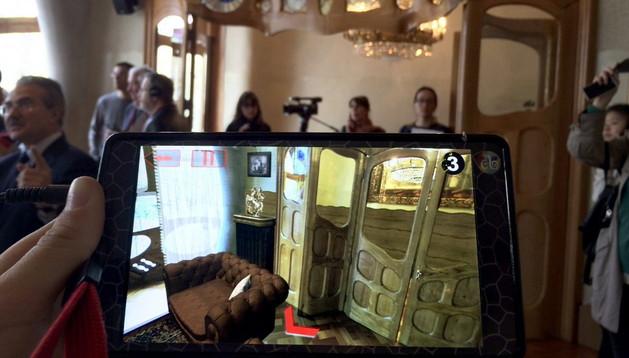 Detalle de una videoguía con realidad aumentada y animaciones en 3D de la casa Batlló tal y como estaba decorada hace más de 100 años
