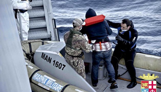 La Marina italiana rescata a varios inmigrantes