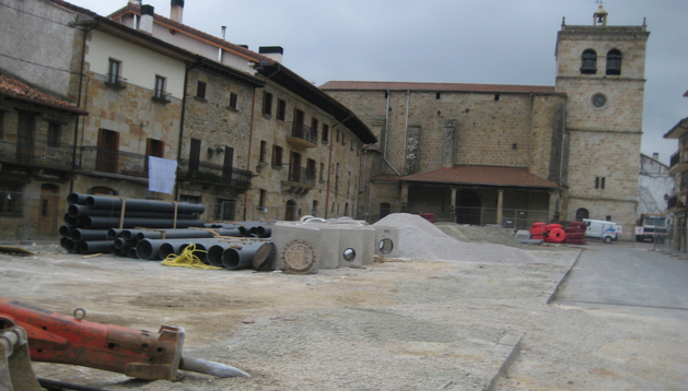 Aspecto parcial de las obras ejecutadas en la Herriko Plaza de Lakuntza