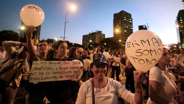 Un grupo de estudiantes protestan por la detención de Daniel Ceballos
