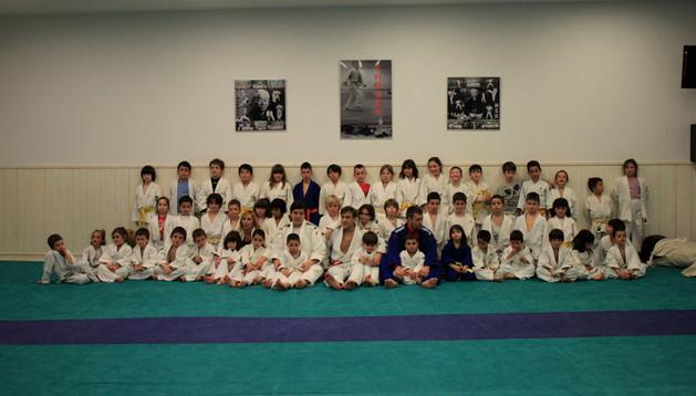 Los niños de entre 4 y 9 años del gimnasio Shogun, SDR Arenas y Cascante que participaron en el entrenamiento especial