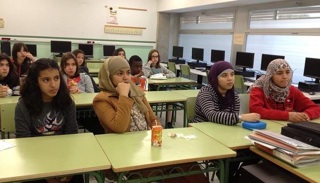 Los alumnos participantes en el concurso, reunidos en una de las aulas del centro.