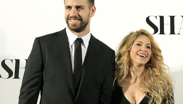 Shakira, acompañada por su pareja, Gerard Piqué, a su llegada a la presentación de su nuevo trabajo, 'Shakira'