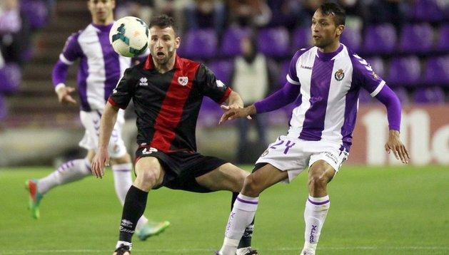 Razvan y Jeffren, durante el partido entre Valladolid y Rayo