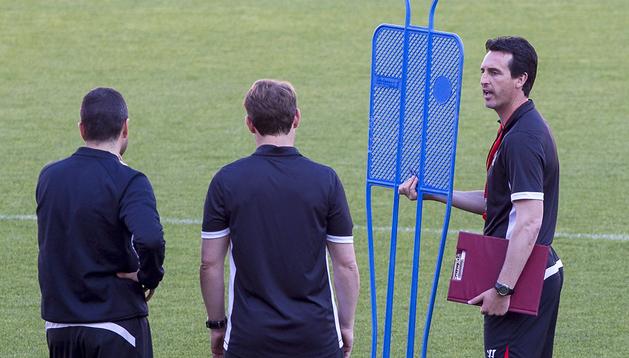 El técnico del Sevilla, Unai Emery, durante un entrenamiento