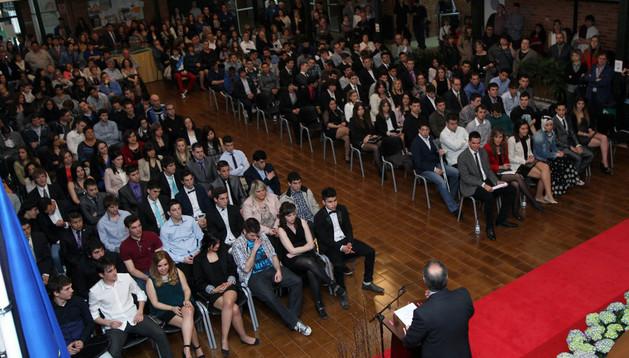 Asistentes al acto de graduación de más de 150 alumnos que tuvo lugar en CIP ETI de la capital ribera