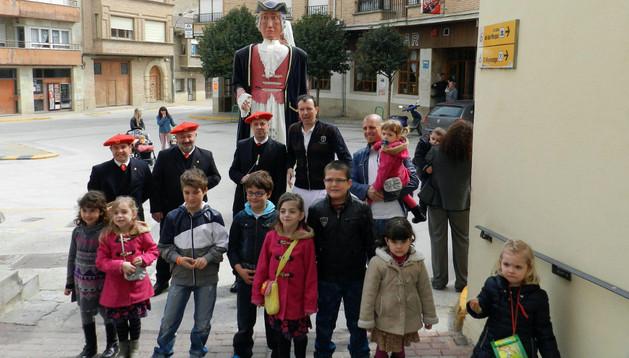 Vecinos de Miranda de Arga, en la jornada del viernes