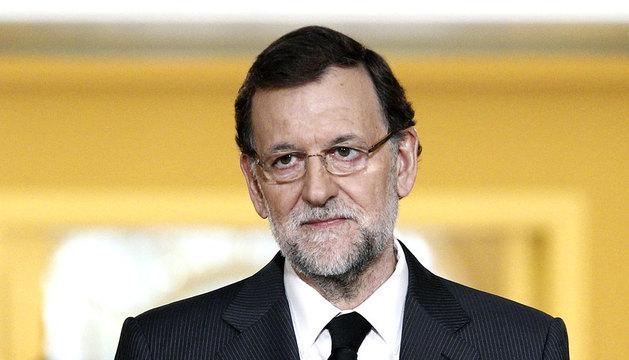 Mariano Rajoy leyendo su comunicado sobre Adolfo Suárez