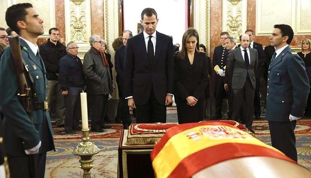 Los Príncipes de Asturias acuden a la capilla ardiente de Adolfo Suárez